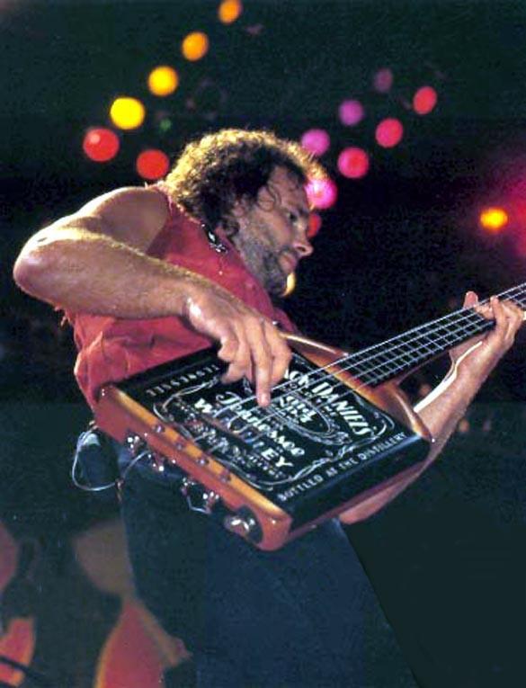 マイケル・アンソニー(元Van Halen)はジャックダニエルがお好き?