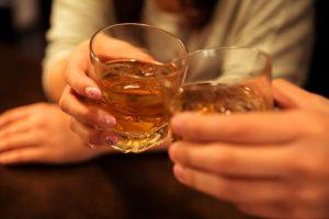 ロックグラスで乾杯