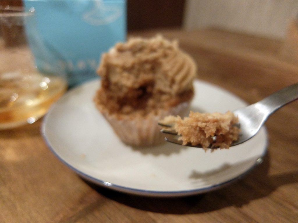カップケーキとウイスキーはとても美味しいマリアージュ