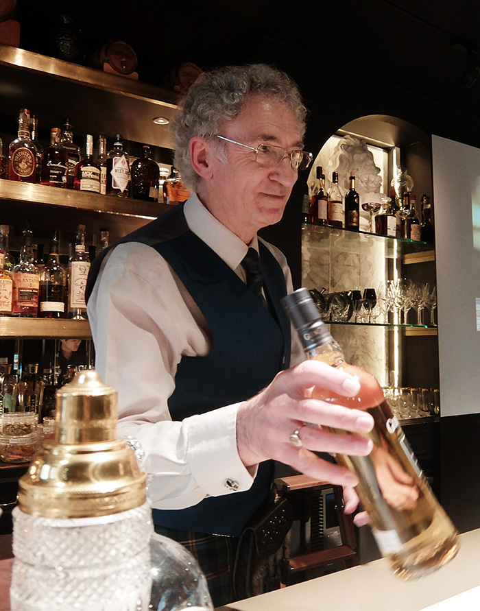 グレン グラントの最高蒸溜責任者デニス・マルコム氏 ウイスキー界のレジェンド
