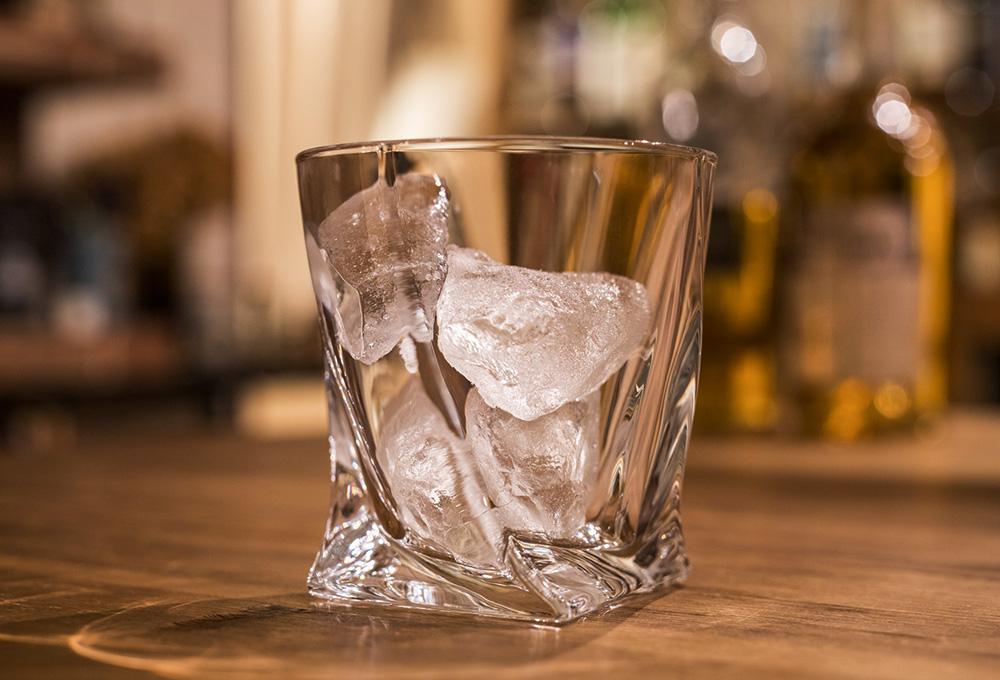 ウイスキーに氷