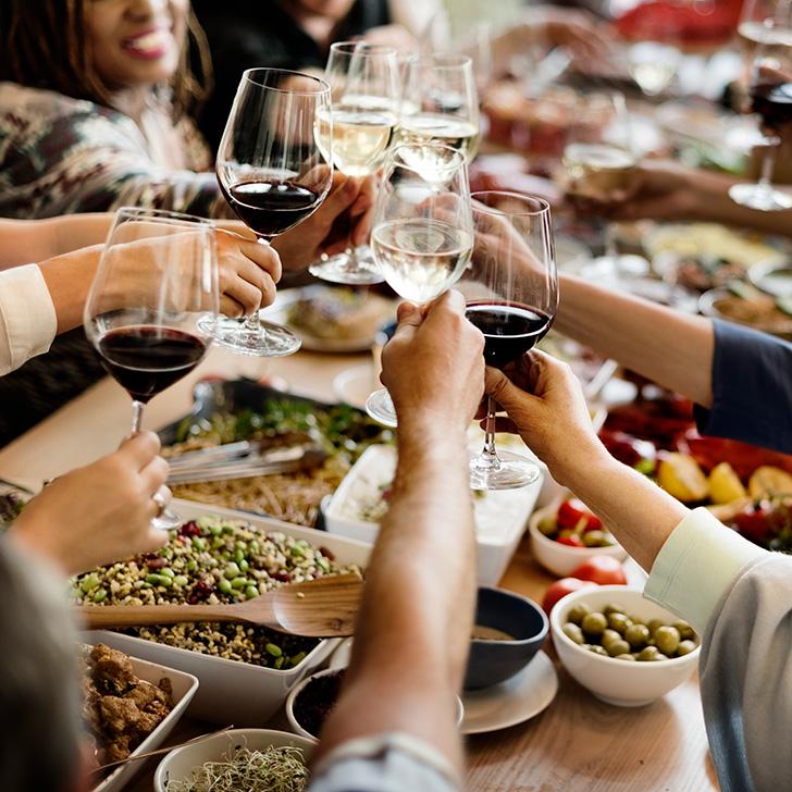 飲み会の中でのワイン