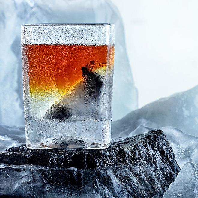 ウイスキーのオンザロックス