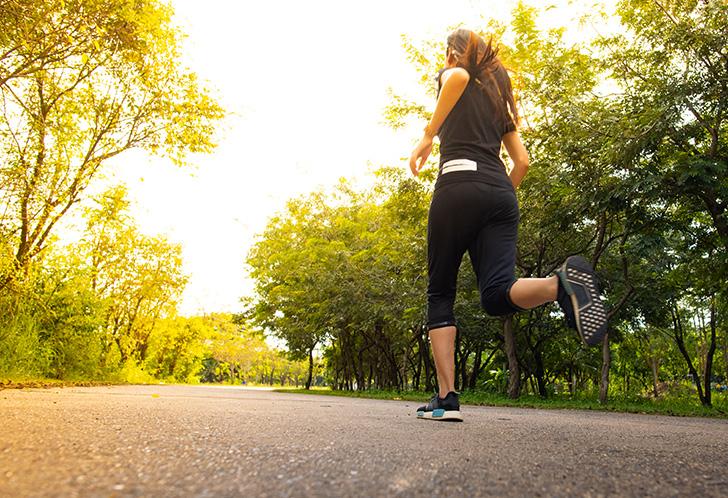 ジョギング、マラソンをする人