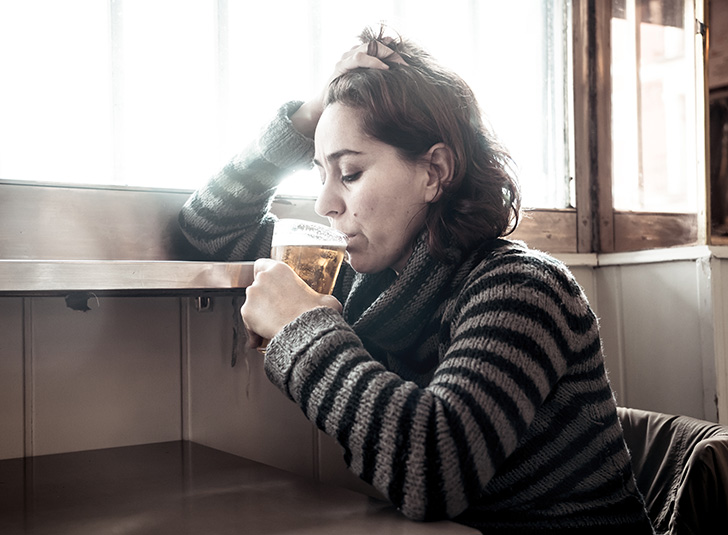 アルコール依存症の女性
