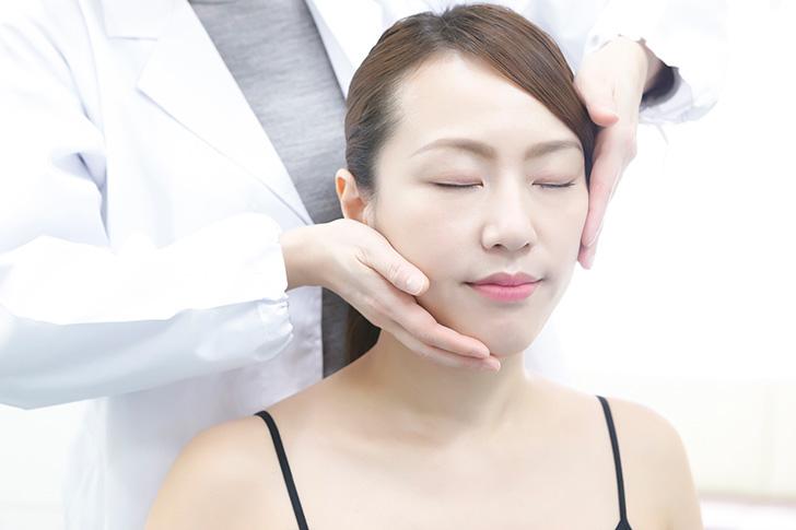 むくみを改善する女性