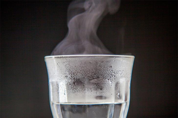 白湯と二日酔いの関係