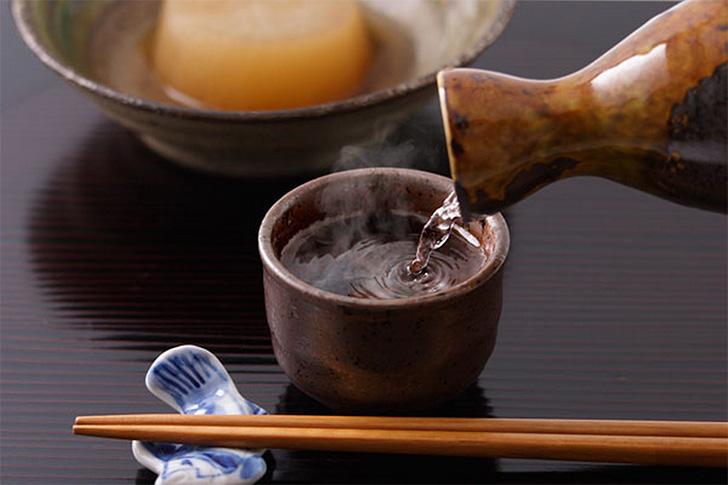 晩酌や深夜に飲む日本酒は太る