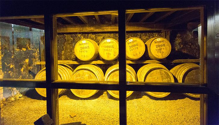 ボウモア蒸溜所の熟成庫