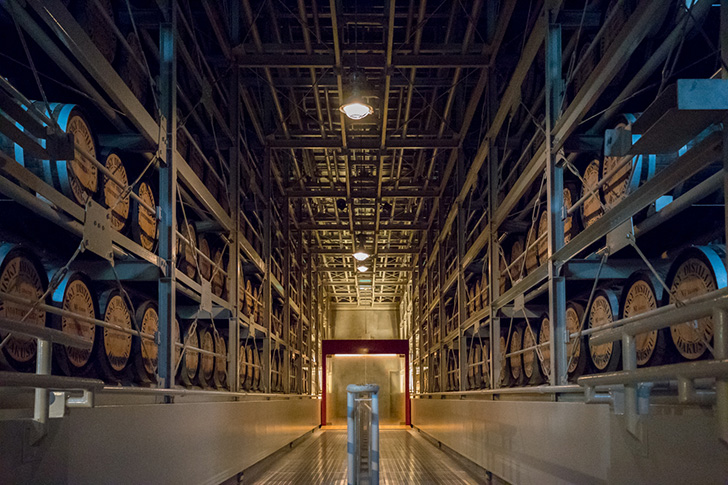 白州蒸溜所の熟成庫