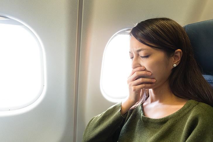飛行機内の臭いで吐きそうな人