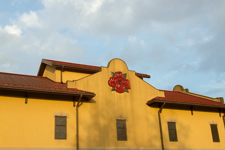 フォアローゼズの外壁