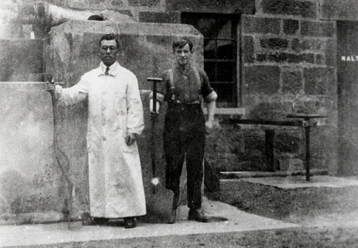スコットランドの蒸溜所で修行する竹鶴政孝