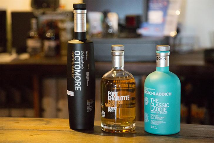 オクトモア、ポートシャーロット、ブルックラディの三種類のウイスキー