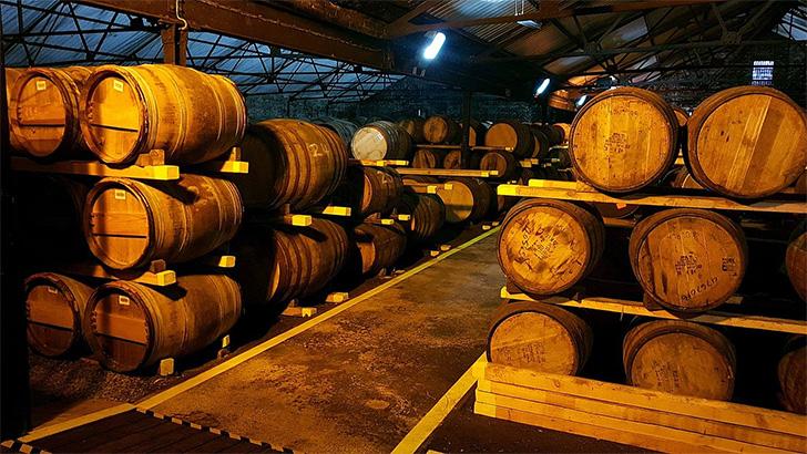 オーヘントッシャン蒸溜所のウェアハウス(ウイスキー貯蔵庫)