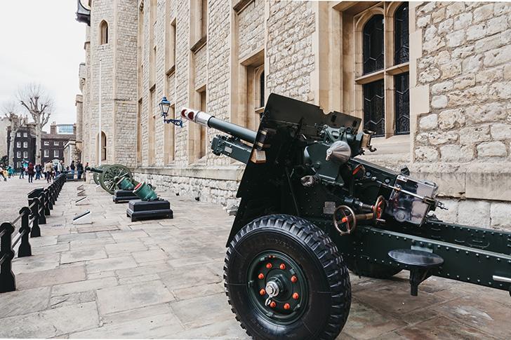 英国海軍が王室の特別行事の際に打つ「王礼砲」