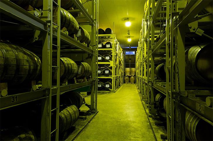 岩井の原酒も眠るマルス信州蒸溜所の熟成庫