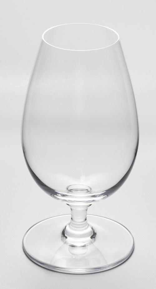 飲み口が小さくボウルが長いグラス
