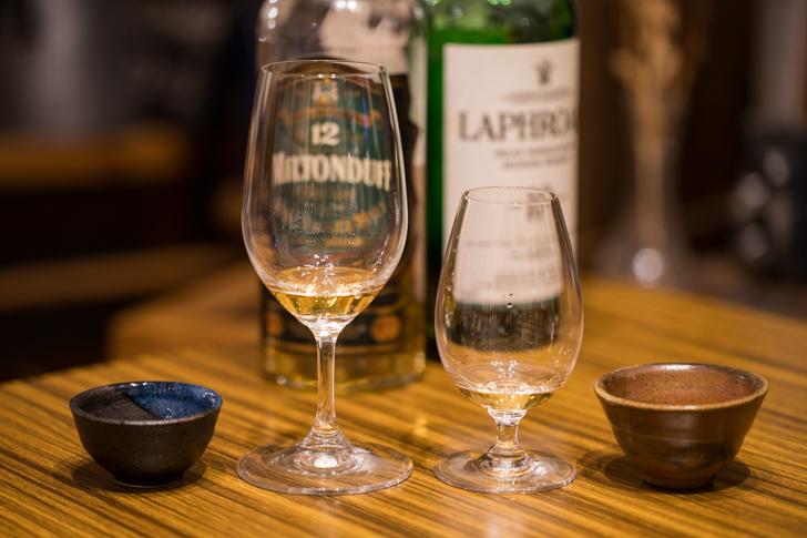 ウイスキーグラスとおちょこ