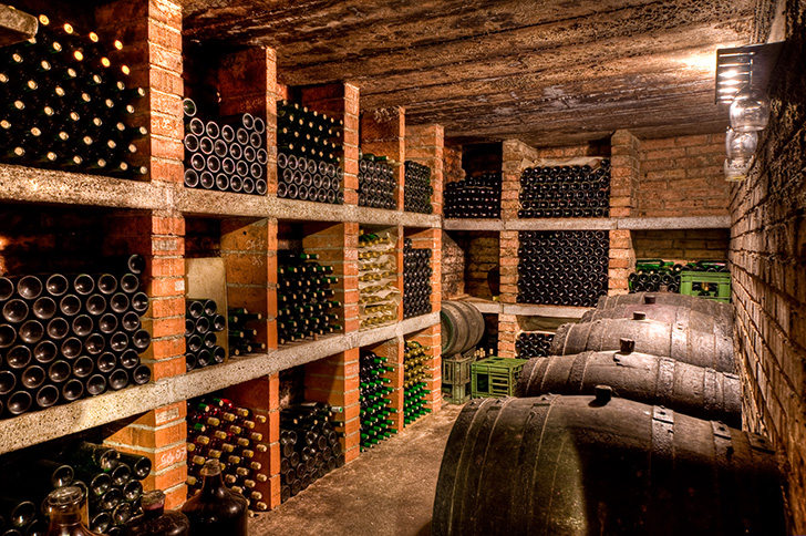 古いワインセラー