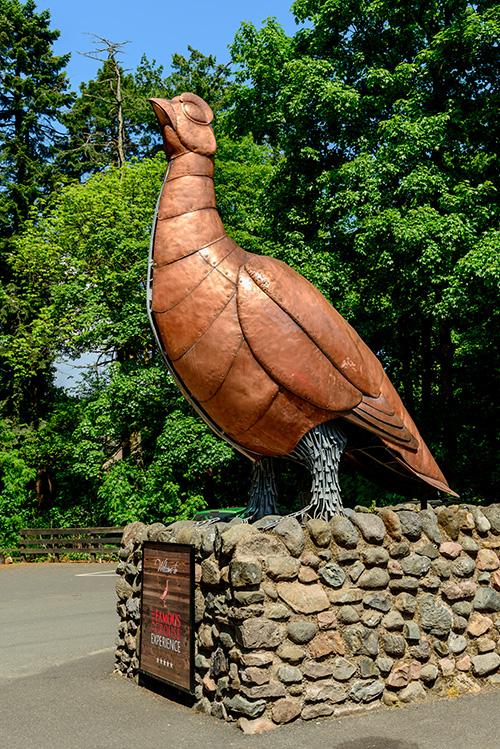 フェイマスグラウスのライチョウの銅像
