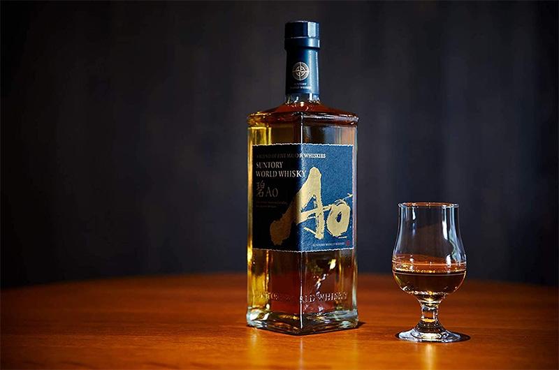 サントリーワールドウイスキー碧Aoとテイスティンググラス