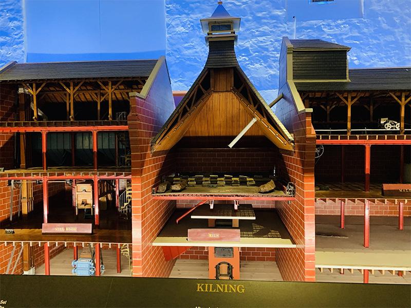 グレンキンチー蒸溜所のフロアモルティングの建物を改装したミニチュアハウス