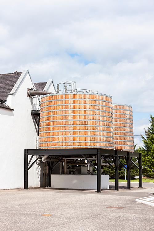 古典的なダルウィニー蒸溜所の木製ワームタブ