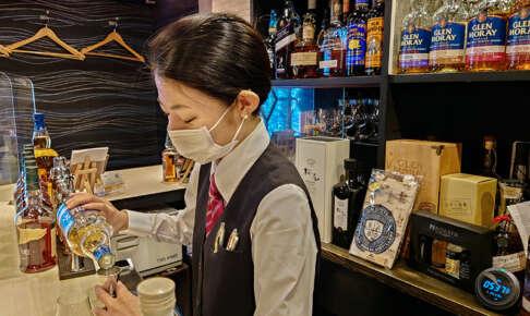 女性の一人飲みは怖くない!初めてのバーで気になる服装/予算/注文の仕方